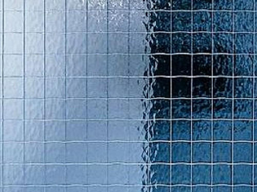 стекло с металлической